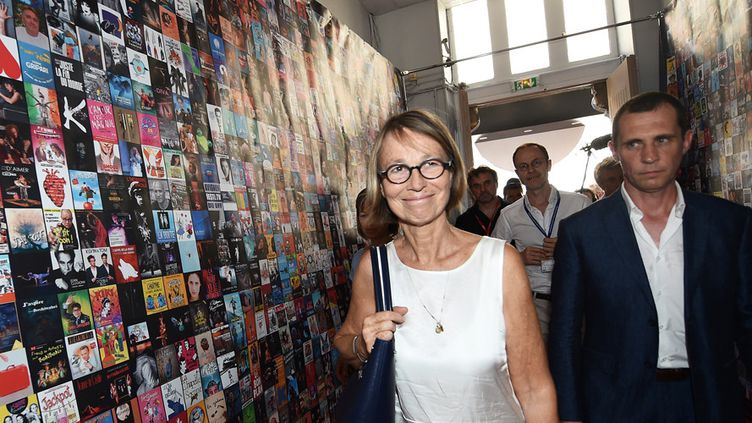 Françoise Nyssen visite le village Off d'Avignon (7 juillet 2017)  (Boris Horvat / AFP)