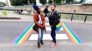 """Marame et Erwan co-créateurs de l'association """"Queer Pantin""""en Seine-Saint-Denis. (BENJAMIN ILLY / FRANCE-INFO)"""