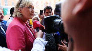 Marine Le Pen sur le marché de Fréjus (Var) dans la matinée du samedi 16 septembre 2018. (DYLAN MEIFFRET / MAXPPP)