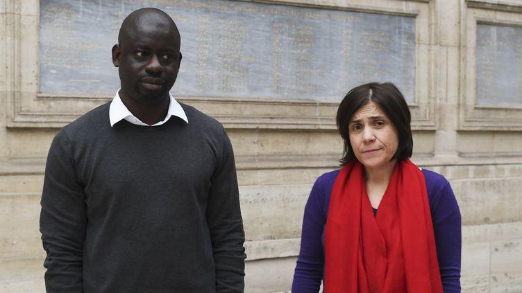 L'économiste Felwine Sarr et l'historienne de l'art Bénédicte Savoy, les auteurs du rapport sur la restitution des oeuvres d'art à l'Afrique.  (ALAIN JOCARD / AFP)