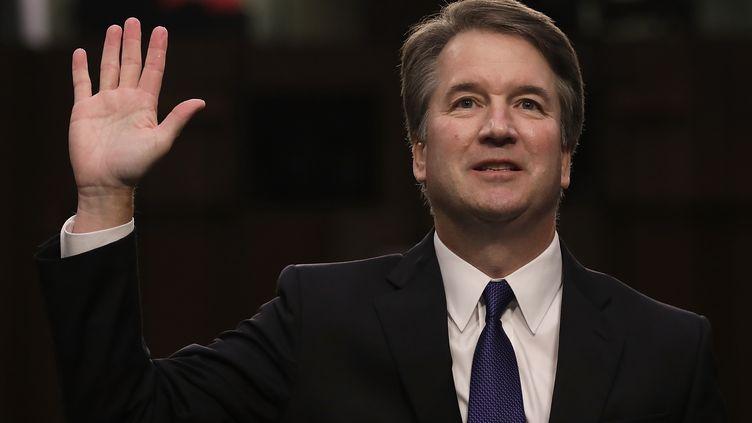 Le conservateur Brett Kavanaugh, 53 ans,prête serment au début de son audition de confirmation pour être nommé à la Cour suprême américaine, à Washington, le 4 septembre 2018. (DREW ANGERER / GETTY IMAGES NORTH AMERICA)