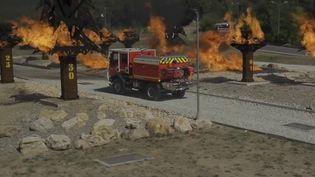 Pendant l'incendie à Martigues (Bouches-du-Rhône), des pompiers ont été emprisonnés par les flammes dans leur véhicule d'intervention. Ils ont pu s'en sortir en activant l'auto-protection du camion. Comment fonctionne ce dispositif ? (France 2)