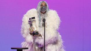 Lady Gaga recevant le prix d'Artiste de l'année au MTV Video Music Awards le 30 août 2020 aux Etats-Unis. (AFP / MTV)