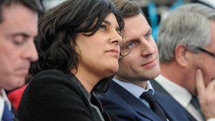La ministre du Travail, Myriam El Khomri, et le ministre de l'Economie, Emmanuel Macron, le 22 février 2016 à Chalampé (Haut-Rhin). (SEBASTIEN BOZON / AFP)