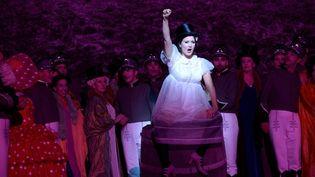Ciboulette (alias Julie Fuchs), la plus dynamique maraîchère des Halles...  (Elisabeth Carecchio)