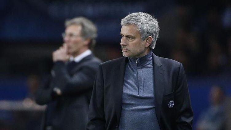 (PSG-Chelsea mardi soir, un match aussi entre deux entraineurs, Laurent Blanc et au premier plan José Mourinho © MaxPPP)