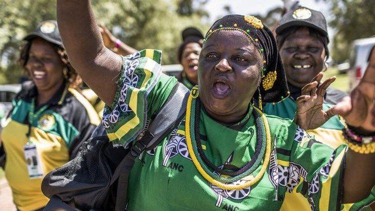 Le 16 décembre 2017, les délégués de l'ANC arrivent à Johannesbourg pour participer au congrès du parti et désigner leur nouveau chef. (GULSHAN KHAN / AFP)