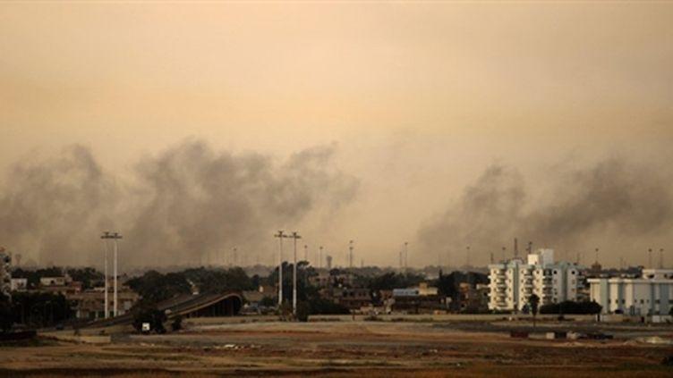 Des frappes aériennes pilonnent Benghazi, le 19 mars 2011. (AFP/PATRICK BAZ)