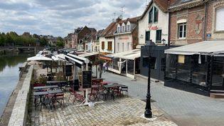 Les bars et restaurants fermés pendant la crise du coronavirus à Amiens (Somme), dans le quartier Saint-Leu, le 16 mai 2020. (MARC BERTRAND / FRANCE-BLEU PICARDIE)