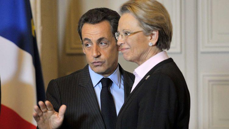 (Michèle Alliot-Marie fait barrage à Luc Chatel pour succéder à Jean-Pierre Raffarin à la présidence du Conseil national © Philippe Wojazer/AP/SIPA)