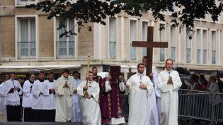 Procession lors des obsèques du prêtre Jacques Hamel à Rouen (Seine-Maritime), le 2 août 2016. (MAXPPP)