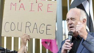 Daniel Cueff, maire de Langouët (Ile-et-Vilaine), le 22 août devant le tribunal administratif de Rennes. (SEBASTIEN SALOM-GOMIS / AFP)