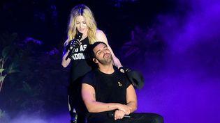 Madonna et Drake sur scène le 12 avril au festival Coachella 2015, dans le désert californien.  (Sipa)