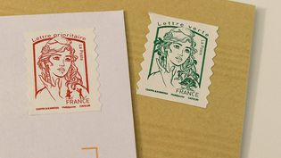 Les timbres rouges et verts vont augmenter le 1er janvier 2020. (MAXPPP)