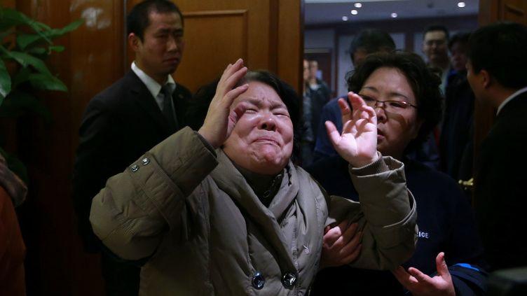 Une proche d'un disparu du vol MH370 à Pékin (Chine), le 24 mars 2014. (EYEPRESS NEWS)
