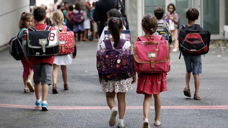Grâce à un manteau équipé d'une balise GPS, les parents ont la possibilité de suivre en temps réel les déplacements de leur enfant. (MAXPPP)