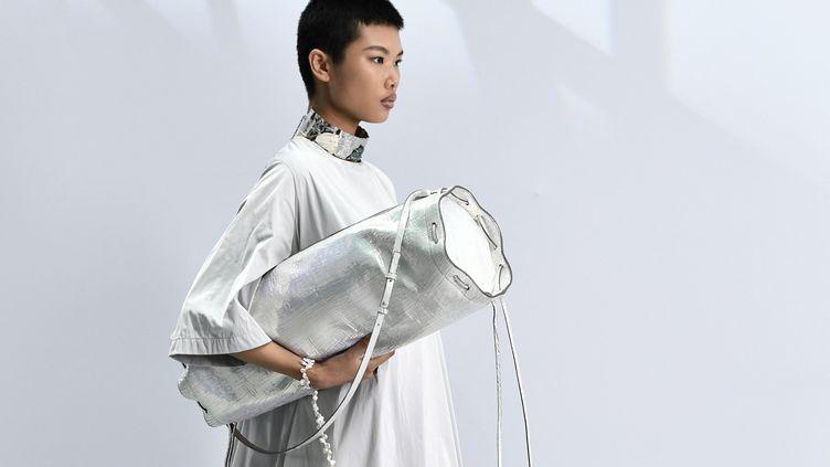 Acne Studios printemps-été 2021 à la Paris Fashion Week le 30 septembre (STEPHANE DE SAKUTIN / AFP)