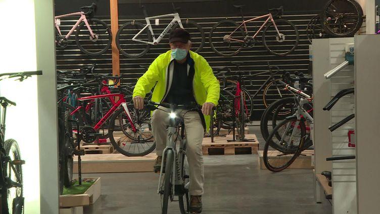 Un magasin de cycles à Ponts-de-Cé dans le Maine-et-Loire. (FRANCEINFO)