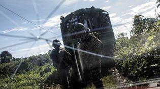 Des soldats camerounais, à Lysoka, au sud-ouest du Cameroun, le 7 octobre 2018. (MARCO LONGARI / AFP)