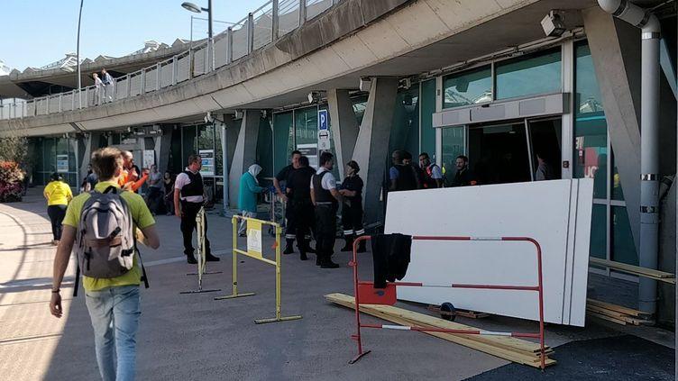 L'homme a pénétré en voiture sur les pistes de l'aéroport de Lyon-Saint-Exupéry, le 10 septembre 2018, en passant par l'entrée de l'un des terminales. (MUMIN KAHRAMAN)