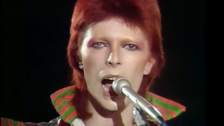 David Bowie à Top of The Pops (G-B) en janvier 1973.