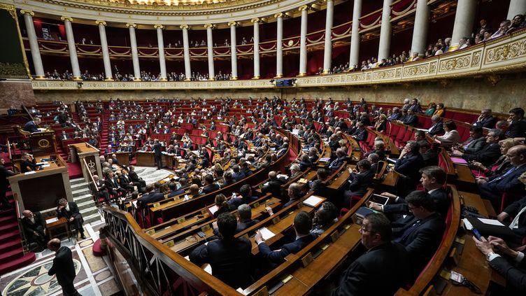 Les députés sont rassemblés à l'Assemblée nationale pour les questions au gouvernement, le 12 mars 2019. (LIONEL BONAVENTURE / AFP)