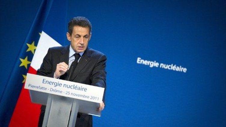 Nicolas Sarkozy prononce un discours lors de sa visite sur le site nucléaire de Tricastin, le 25 novembre 2011. (AFP - Lionel Bonaventure)
