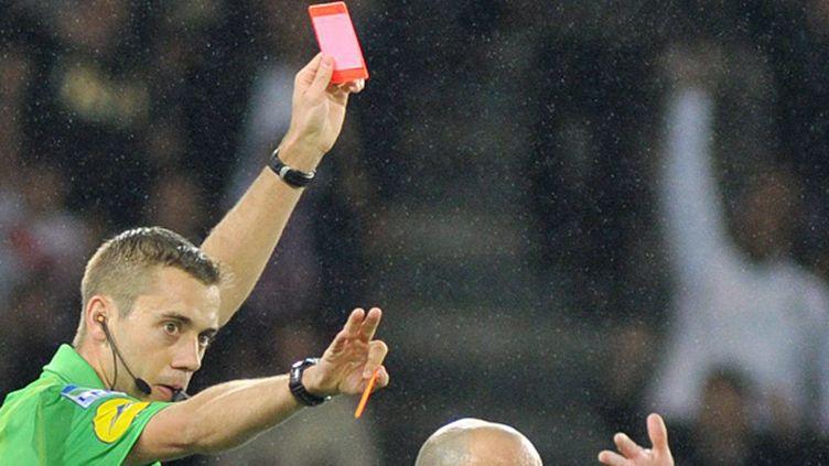Clément Turpin sort le carton rouge (PHILIPPE LECOEUR / MAXPPP TEAMSHOOT)