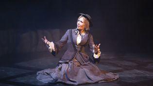 """Diffusion en ligne du Seule en scène de Clémentine Célarié, """"Une Vie"""" de Guy de Maupassant en direct du Théâtre Anthéa d'Antibes. (SYSPEO/SIPA)"""