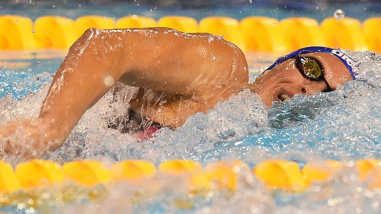 La Française Charlotte Bonnet aux séries du 100 m nage libre dames, lors deschampionnats de France à Montpellier, le 3 avril 2016. (PASCAL GUYOT / AFP)