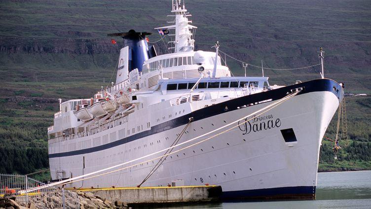 """Le """"Princess Danae"""", l'un des deux paquebots saisis à Marseille (Bouches-du-Rhône), ici en Islande. (CINTRACT ROMAIN / HEMIS.FR / AFP)"""