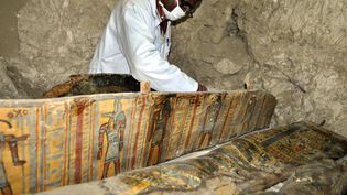 Un sarcophage trouvé dans le sud de l'Egypte (18 avril 2017)  (Stringer / AFP)