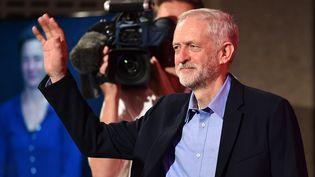 Jeremy Corbyn, représentant de l'aile gauche du Labour, le 12 septembre 2015 à Londres,après son élection à la tête du Parti travailliste britannique. (BEN STANSALL / AFP)