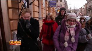 """Des """"Poutine tours"""" sur les lieux de l'enfance du président russe. (FRANCE 3 / FRANCETV INFO)"""