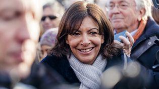 La maire de Paris, Anne Hidalgo, participe au défilé du 1er janvier 2015, sur les Champs-Elysées. (AURÉLIEN MORISSARD / CITIZENSIDE / AFP)