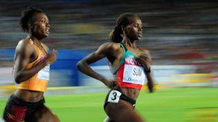 L'Ougandaise Annet Negesa etla Kényane Eunice Jepkoech Sum, le 2 septembre 2011, lors des championnats du monde d'athlétisme à Daegu (Corée du Sud).  (MARK RALSTON / AFP)