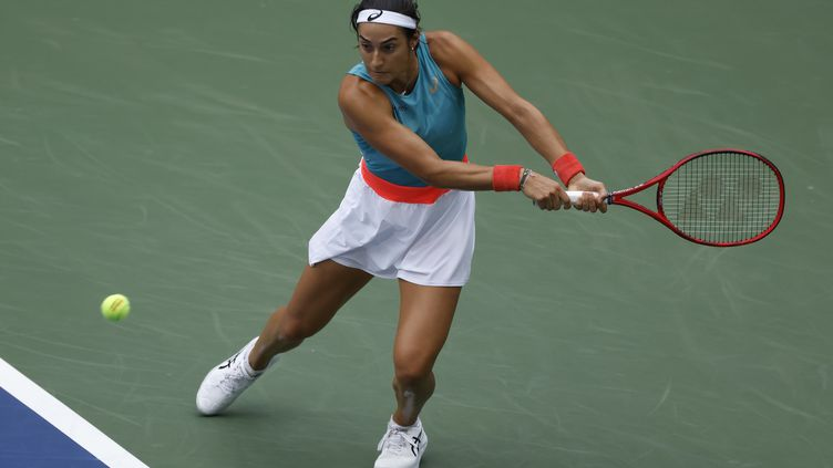 La Française Caroline Garcia a dominé la numéro 3 mondiale, Karolina Pliskova, au 2e tour de l'US Open. (JASON SZENES / EPA)