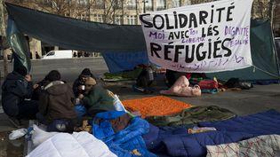 Des migrants place de la République à Paris en janvier 2016 (JOEL SAGET / AFP)