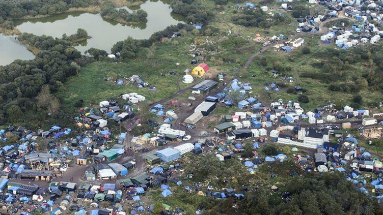 """(Photo aérienne de la """"jungle"""" de Calais, prise le 18 octobre dernier © MaxPPP)"""