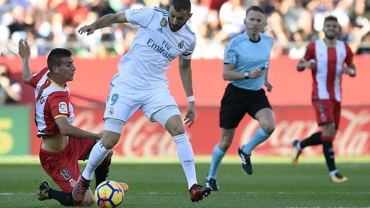 Pere Pons face à Karim Benzema (JOSEP LAGO / AFP)
