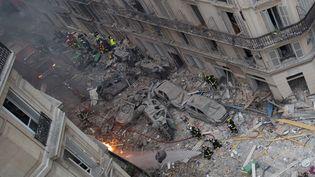 Une vue générale de la zone de l'explosion d'un immeuble à Paris, samedi 12 janvier 2019. (CARL LABROSSE / AFP)
