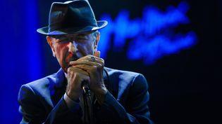 Leonard Cohen sur scène lors du festival de Jazz de Montreux (Suisse), le 5 juillet 2013. (FABRICE COFFRINI / AFP)