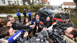Les avocats de Jonathann Daval, Randall Schwerdorffer et Ornella Spatafora, en conférence de presse, lundi 29 janvier, à Grayèla-Ville (Haute-Saône). (SEBASTIEN BOZON / AFP)