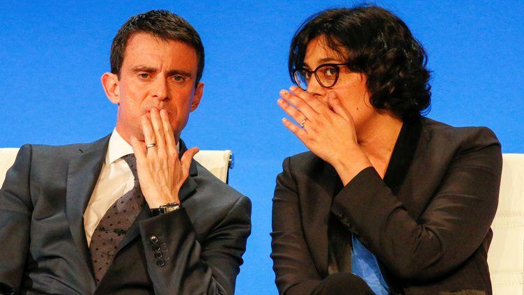 Le Premier ministre, Manuel Valls, et la ministre du Travail,Myriam El Khomri, lors d'une réunion àVaulx-en-Velin près deLyon, le 13 avril 2016. (ROBERT PRATTA / REUTERS)