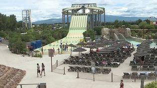 Pass sanitaire : le casse-tête des parcs de loisirs (FRANCE 2)