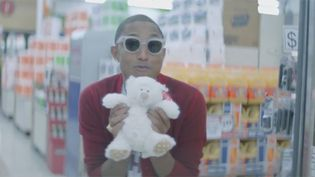 """Pharrell Williams dans l'une des 360 séquences du clip """"Happy"""", le premier clip sur 24 heures signé des Français We Are LA.  (Saisie écran)"""