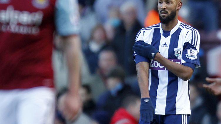 """L'attaquant Nicolas Anelka fait une """"quenelle"""" au cours d'un match de première division anglaise, le 28 décembre 2013. (IAN KINGTON / AFP)"""
