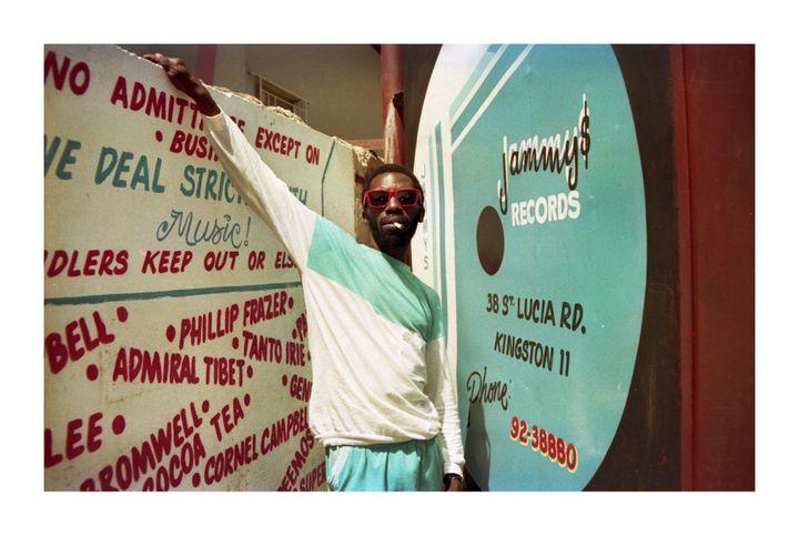 Scatter devant le studio de King Jammy en 1987.  (Beth Lesser)