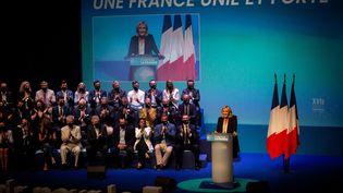 Marine Le Pen fait un discours lors du congrès du Rassemblement national à Perpignan (Pyrénées-Orientales), le 4 juillet 2021. (IDHIR BAHA / HANS LUCAS / AFP)