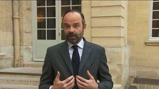 Le Premier ministre Edouard Philippe lors d'une déclaration au sujet des conclusions de la commission d'enquête sénatoriale sur l'affaire Benalla, dans la cour de Matignon, le 21 février 2019. (FRANCEINFO)